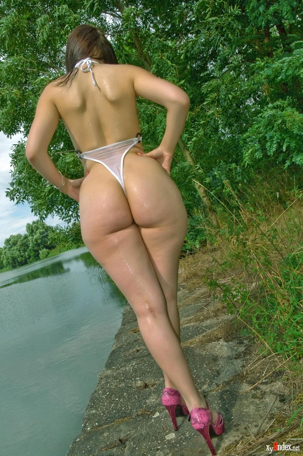 Фото голих женщин с широкими бедрами
