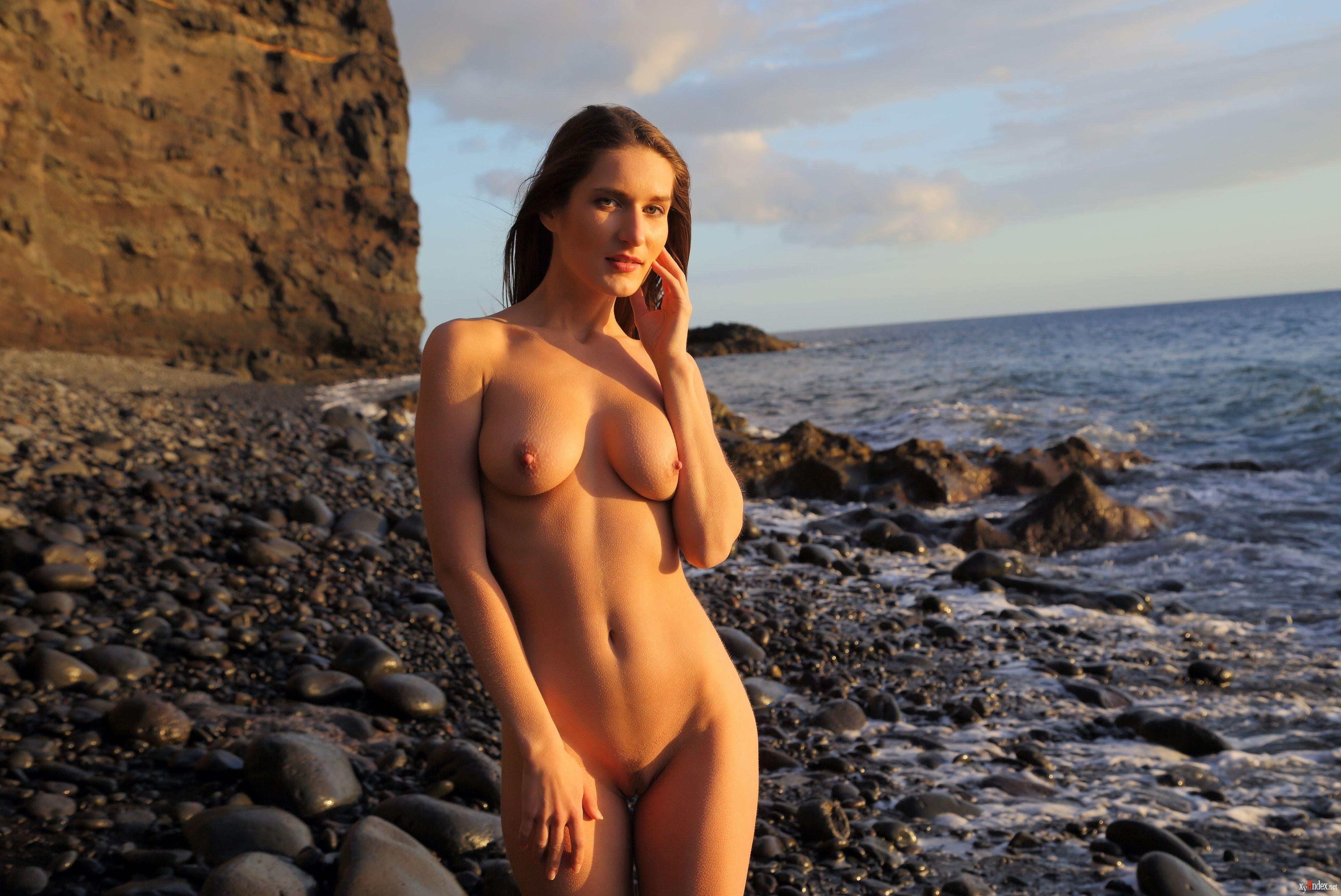 Эротичные Женщины Обнаженные На Пляжах Черного Моря