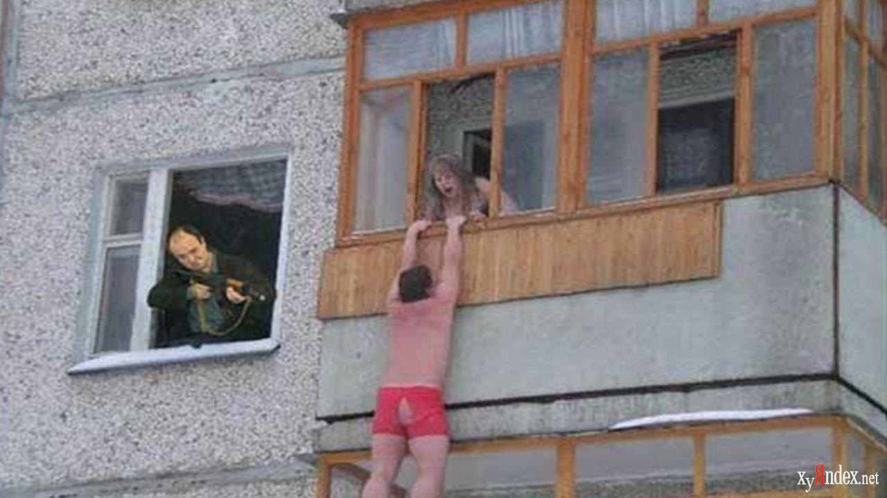 Под балконом - Яплакалъ.