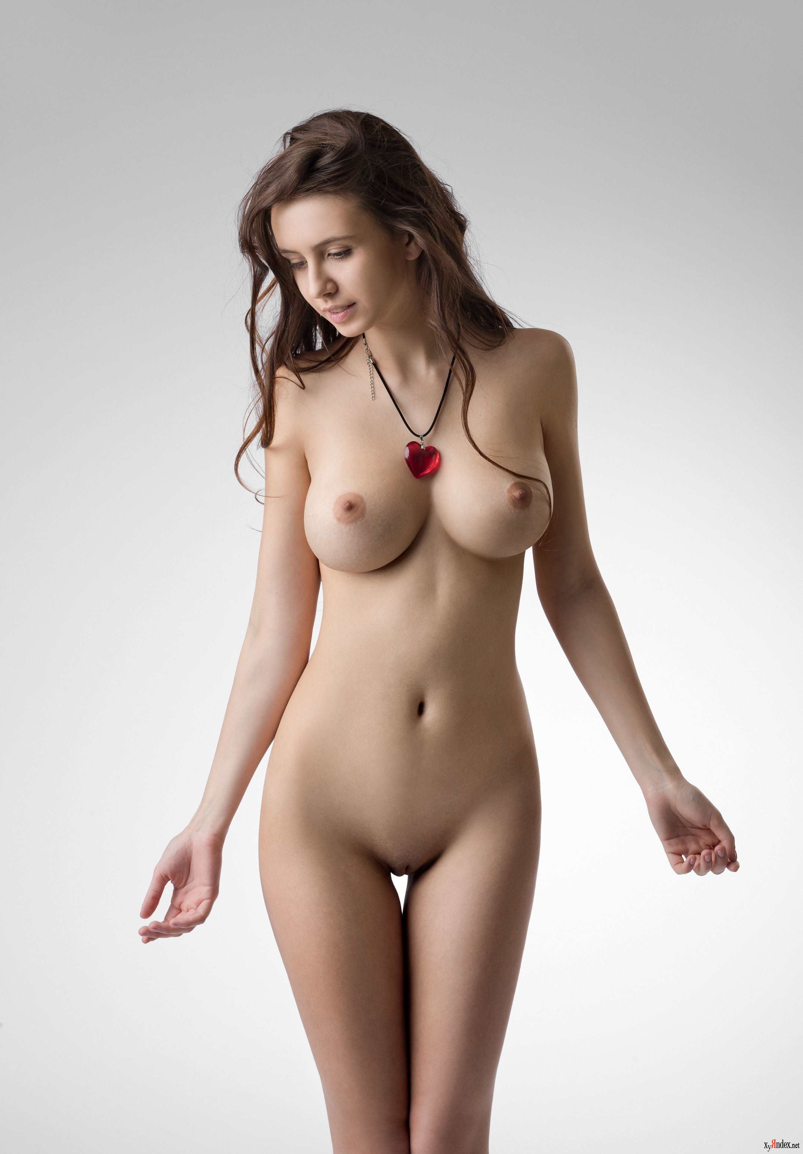 Голые женщины очень крупного телосложения