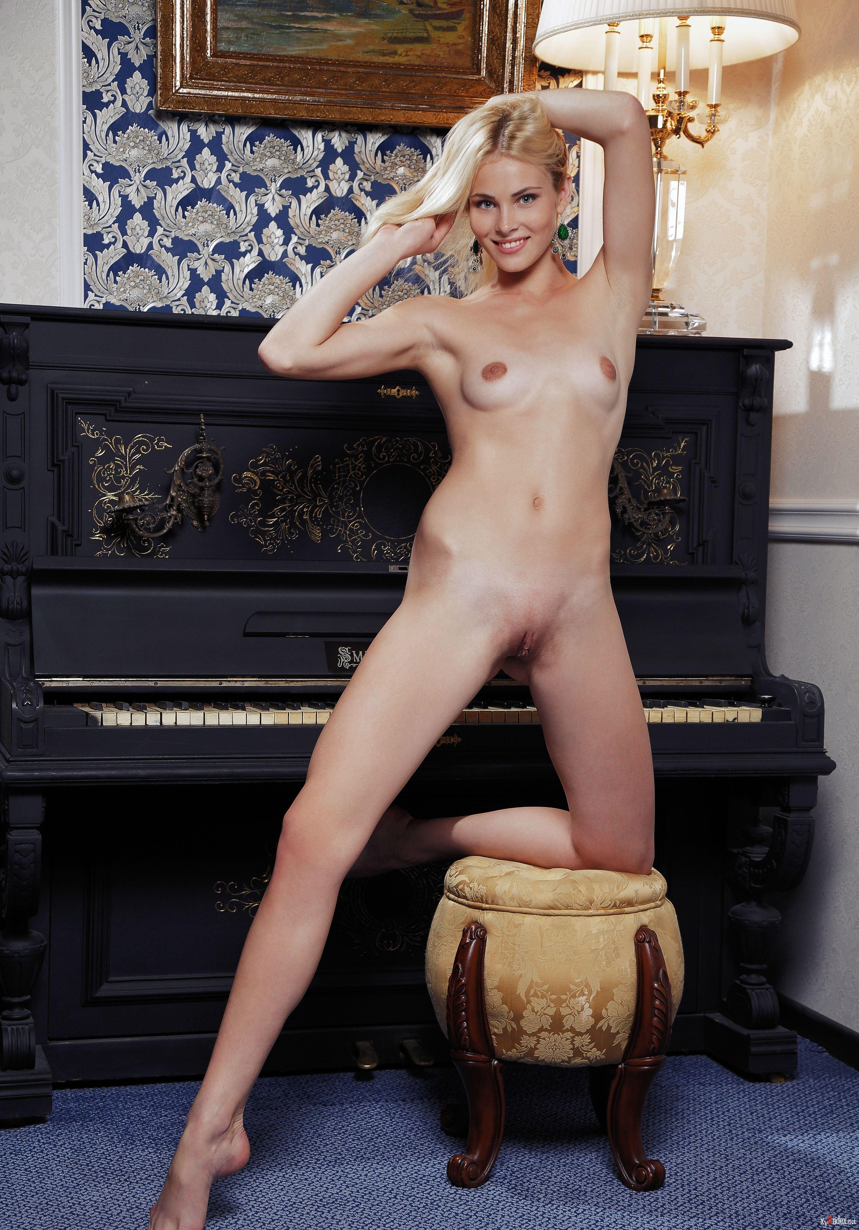 Naked Cordelia Wege In Erste Liebe Ancensored