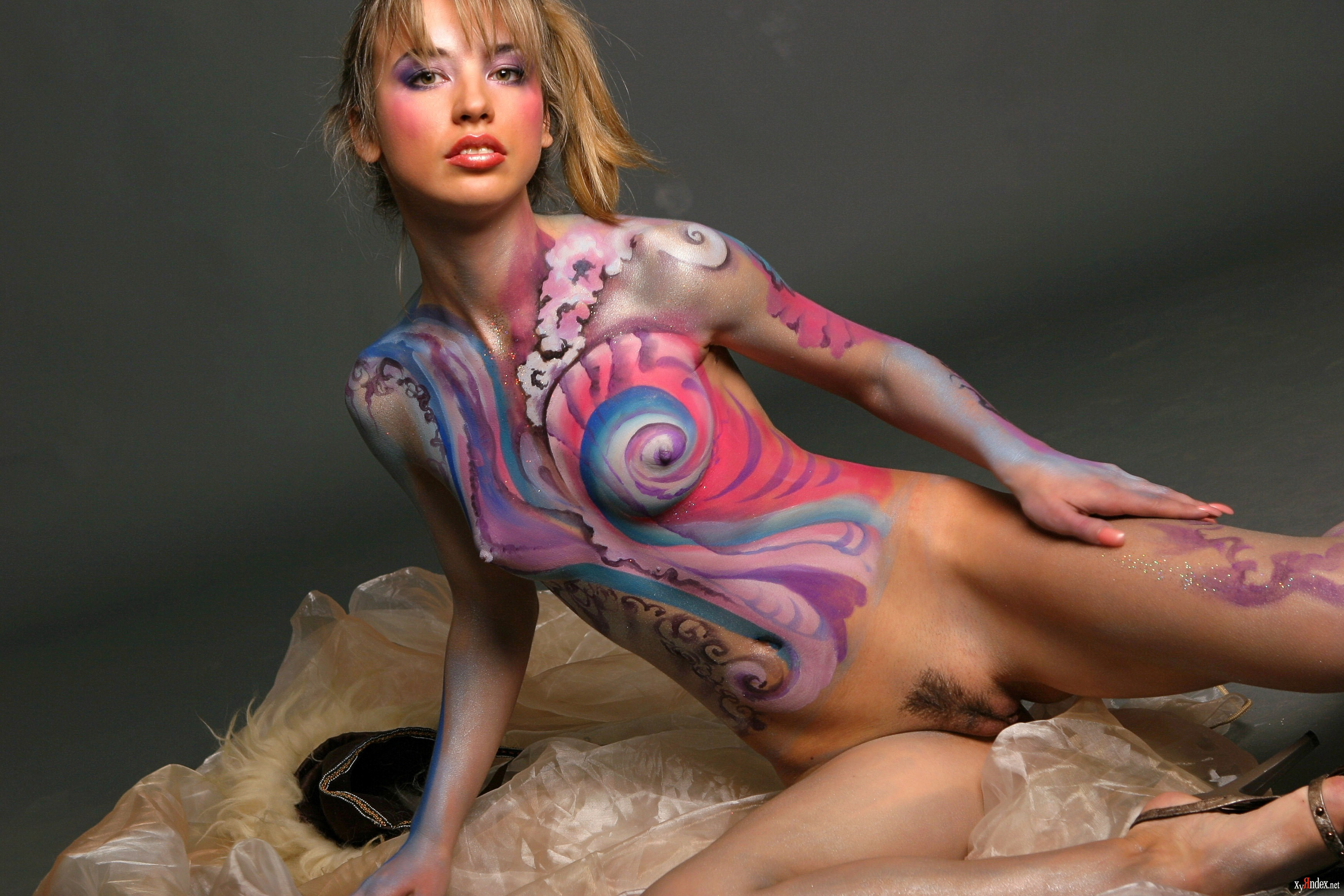 Как рисуют одежду на голых девушках видео 7
