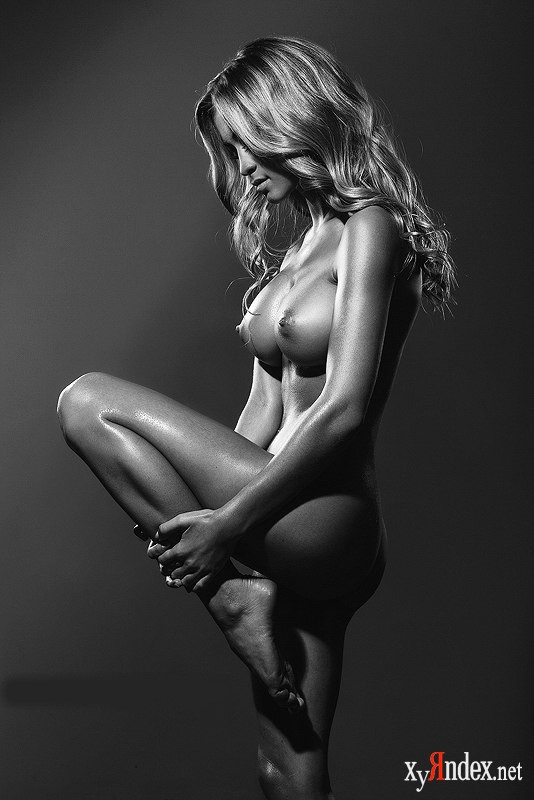 позы для эротических фотографий лижет обосанную киску