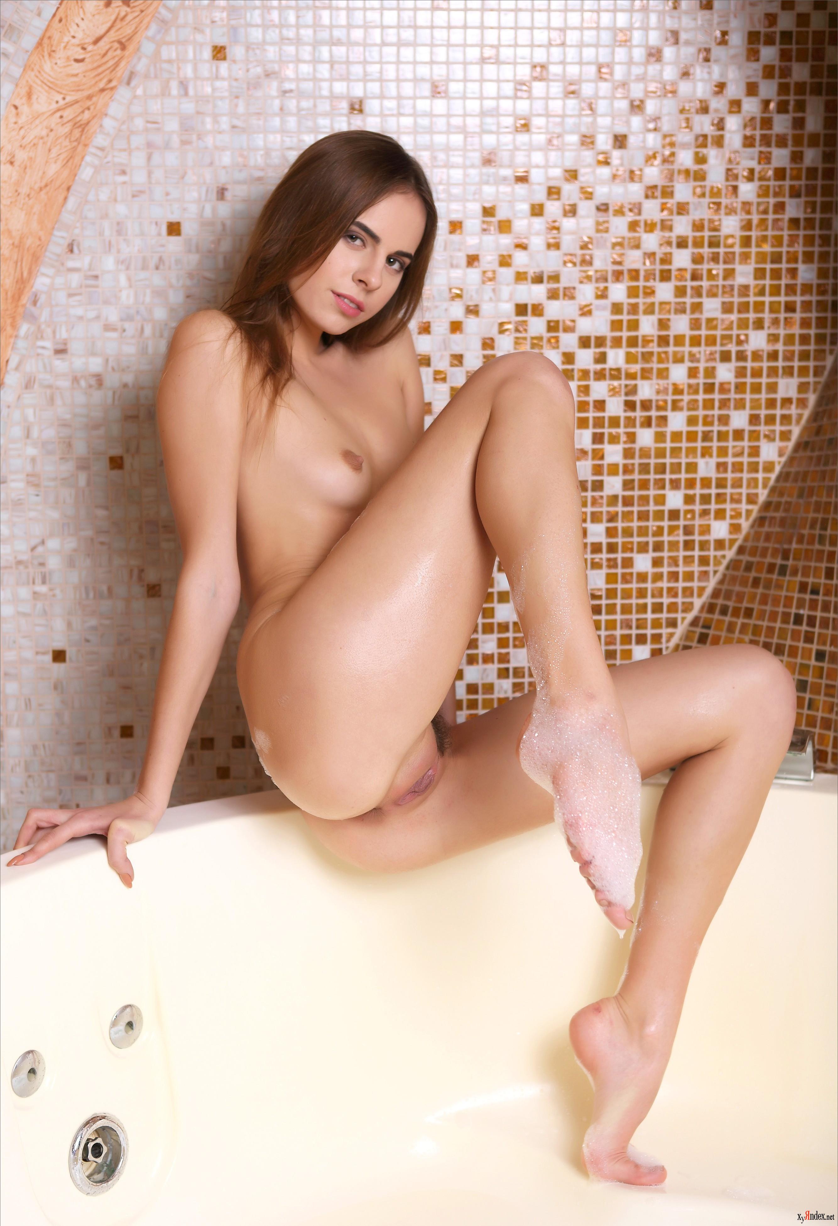 Eliza Dushku Nude Pics