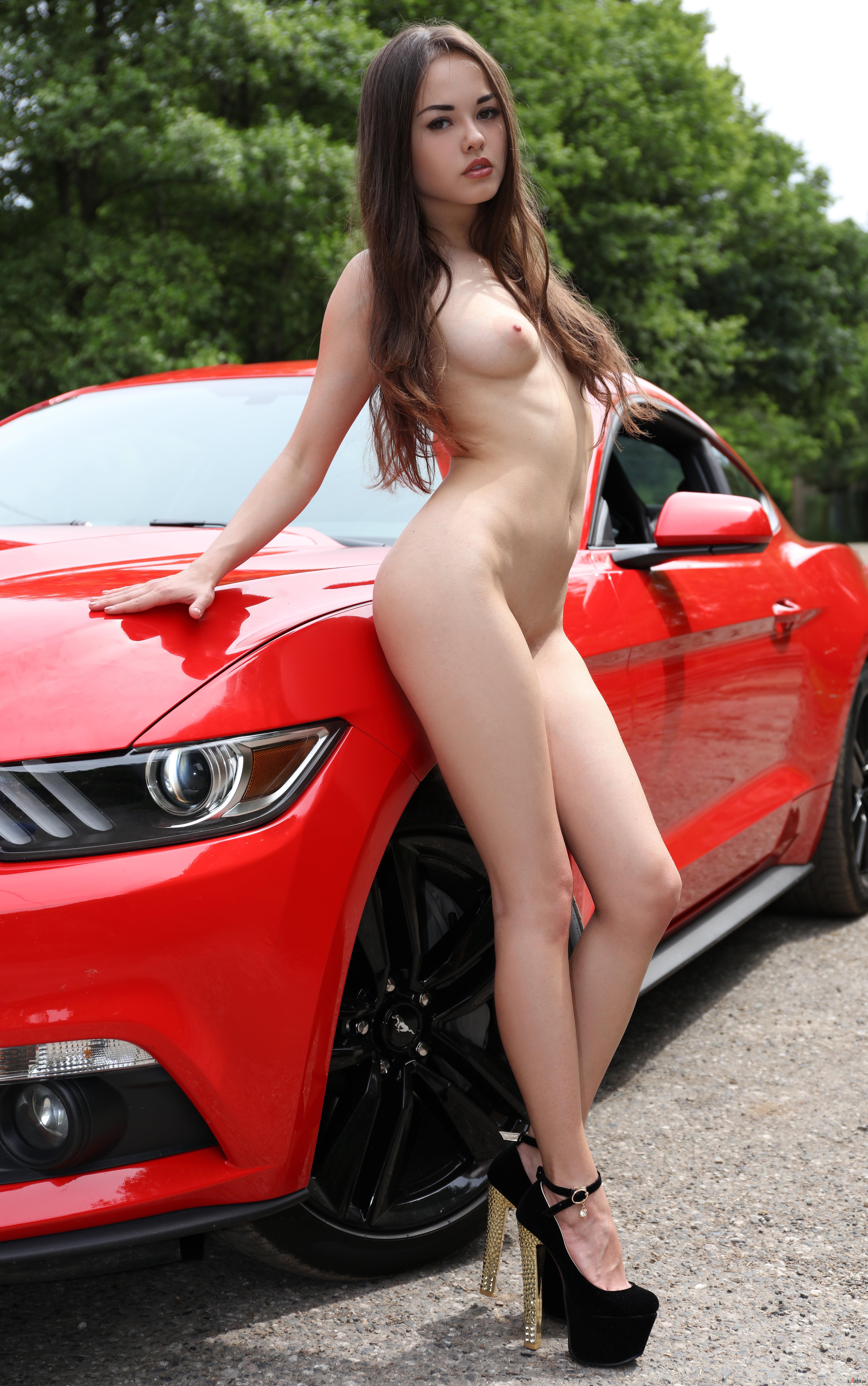 Mustang nude girl — 1