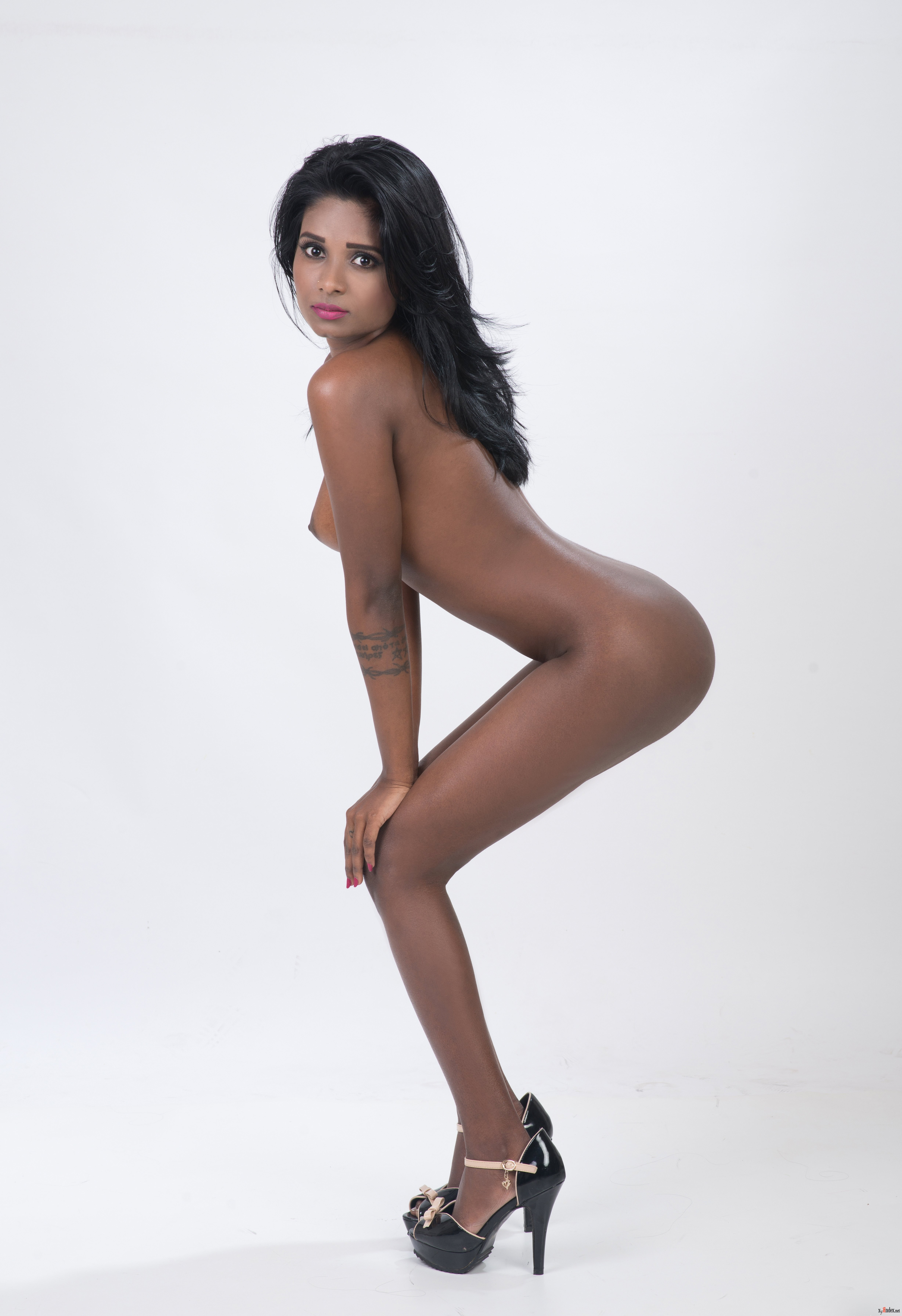 Janessa Brazil Busty Cam Girl Masturbates