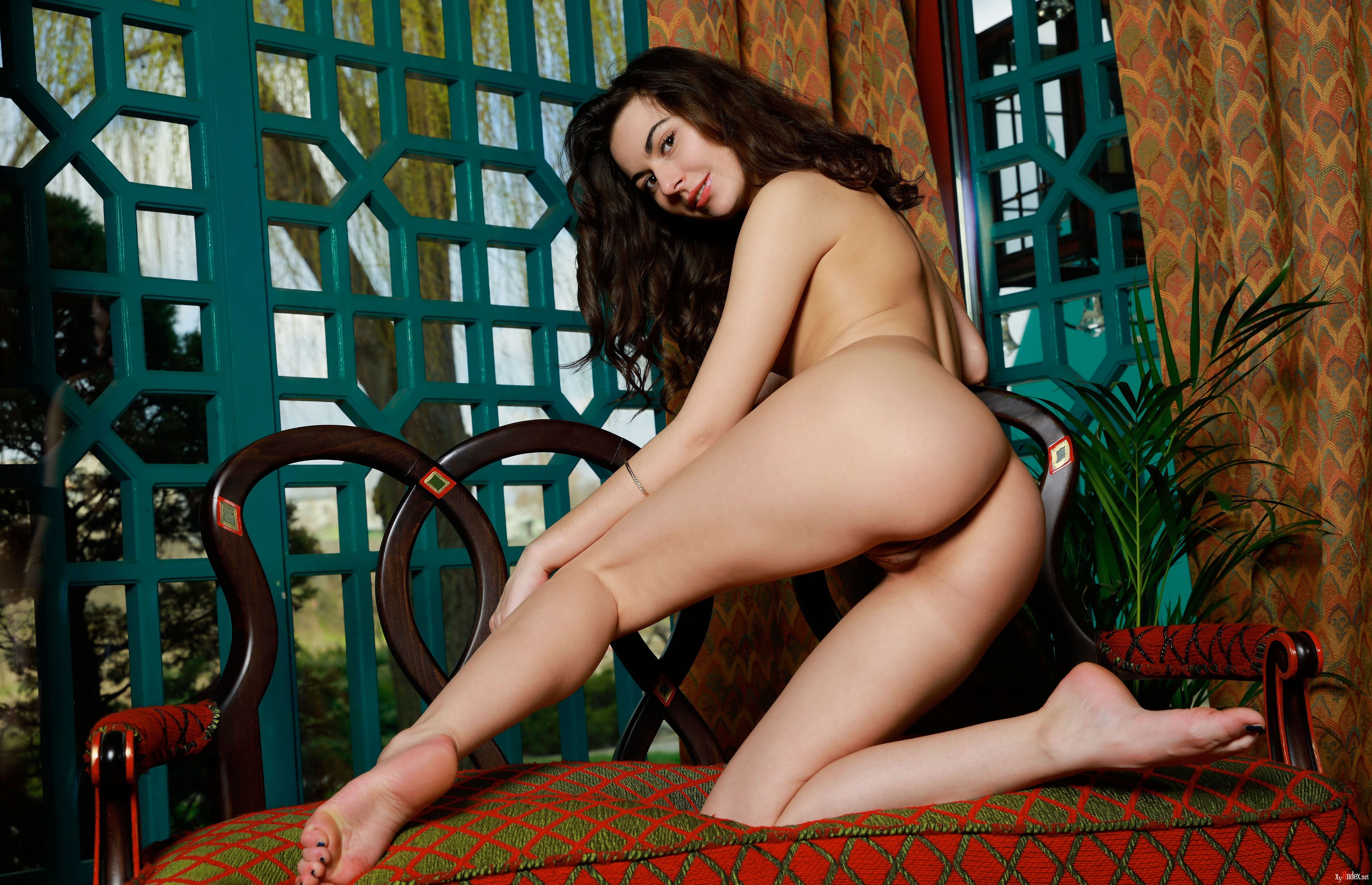 Nude and flexible catherine showing her perfectly shaped strong and sexy body exquisite slave