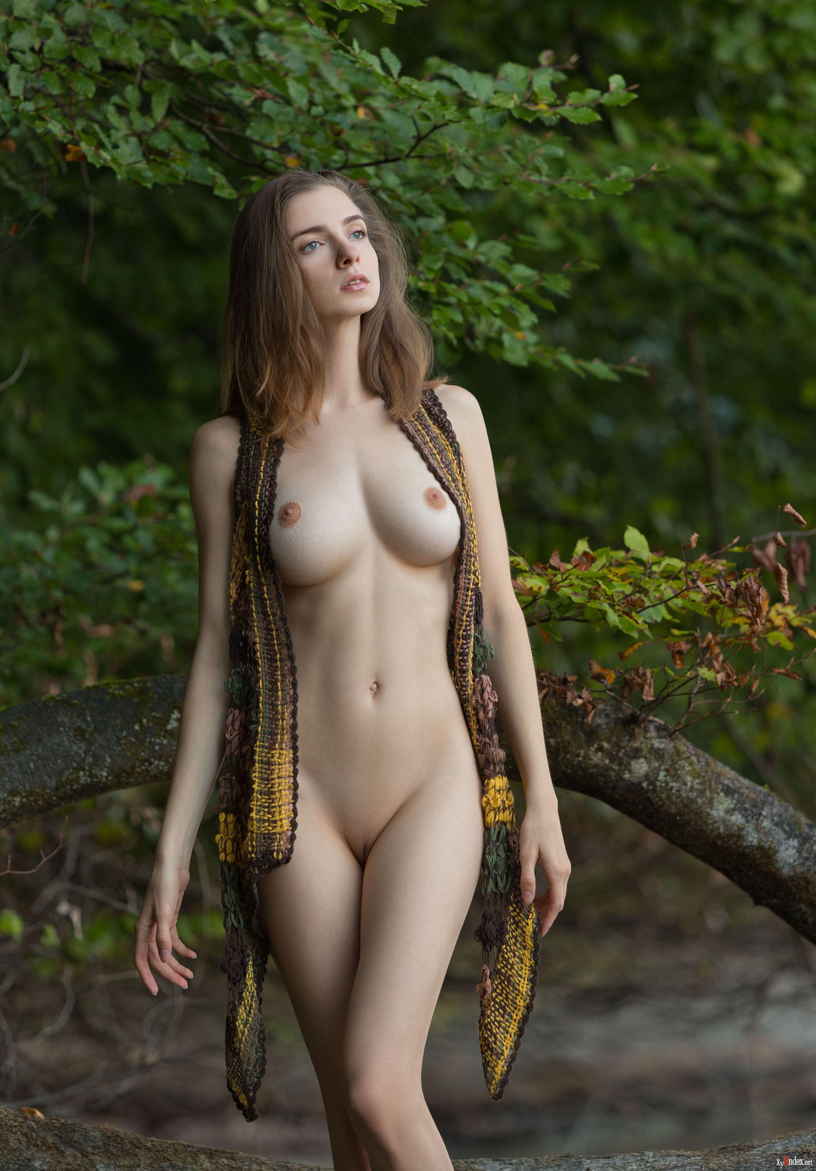 Teen nude body