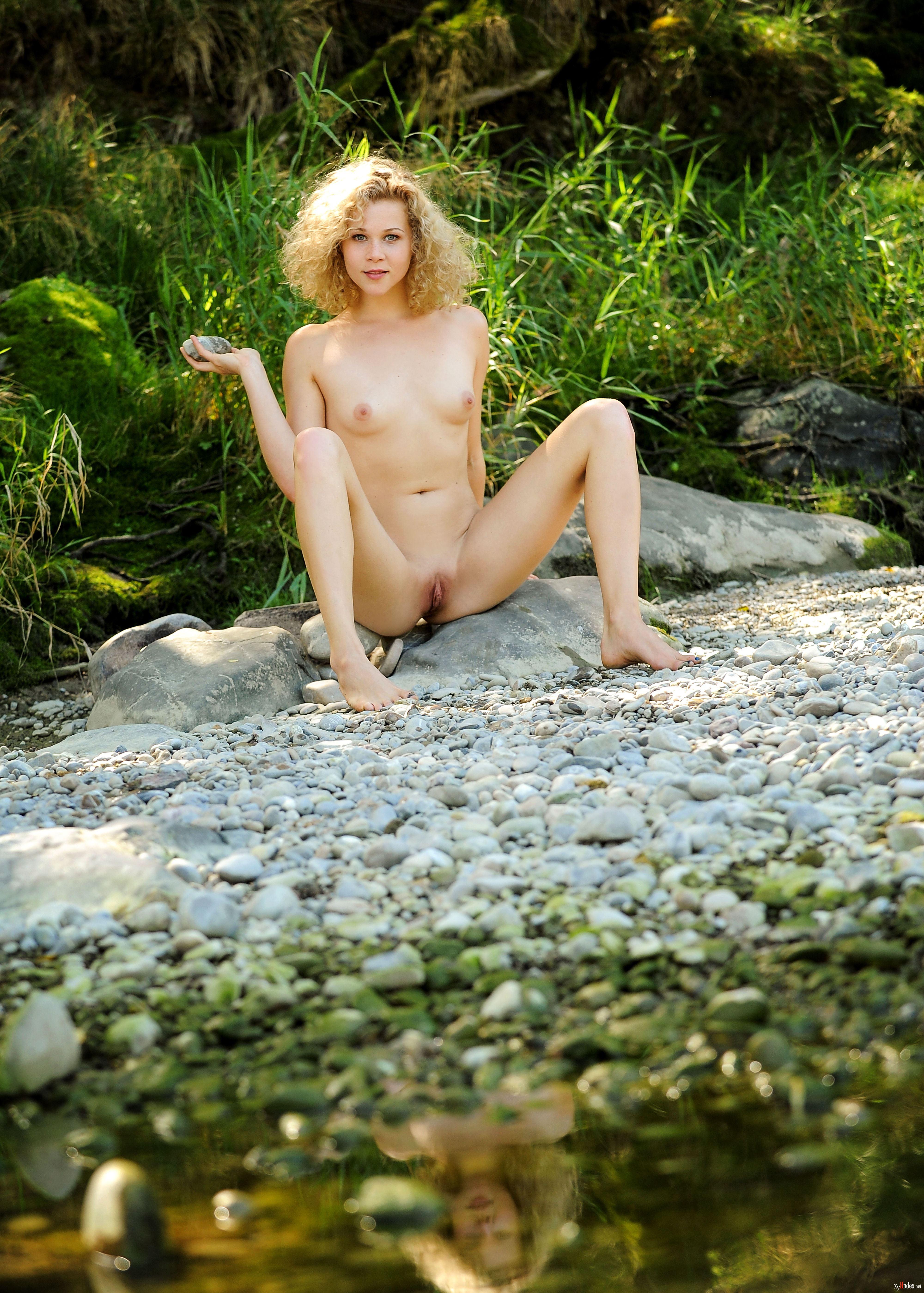 Helena Nude