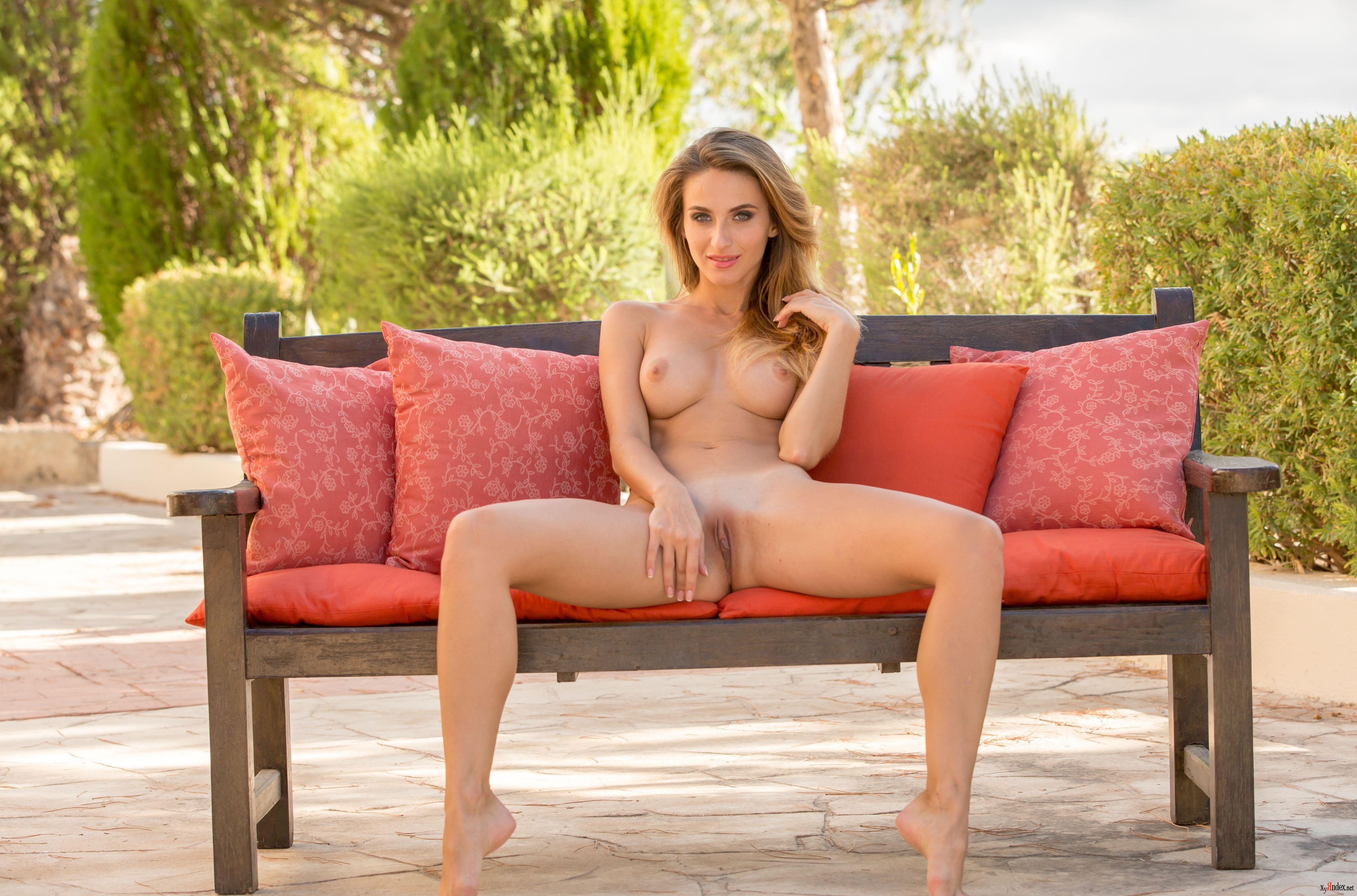 Cara Mell Nude