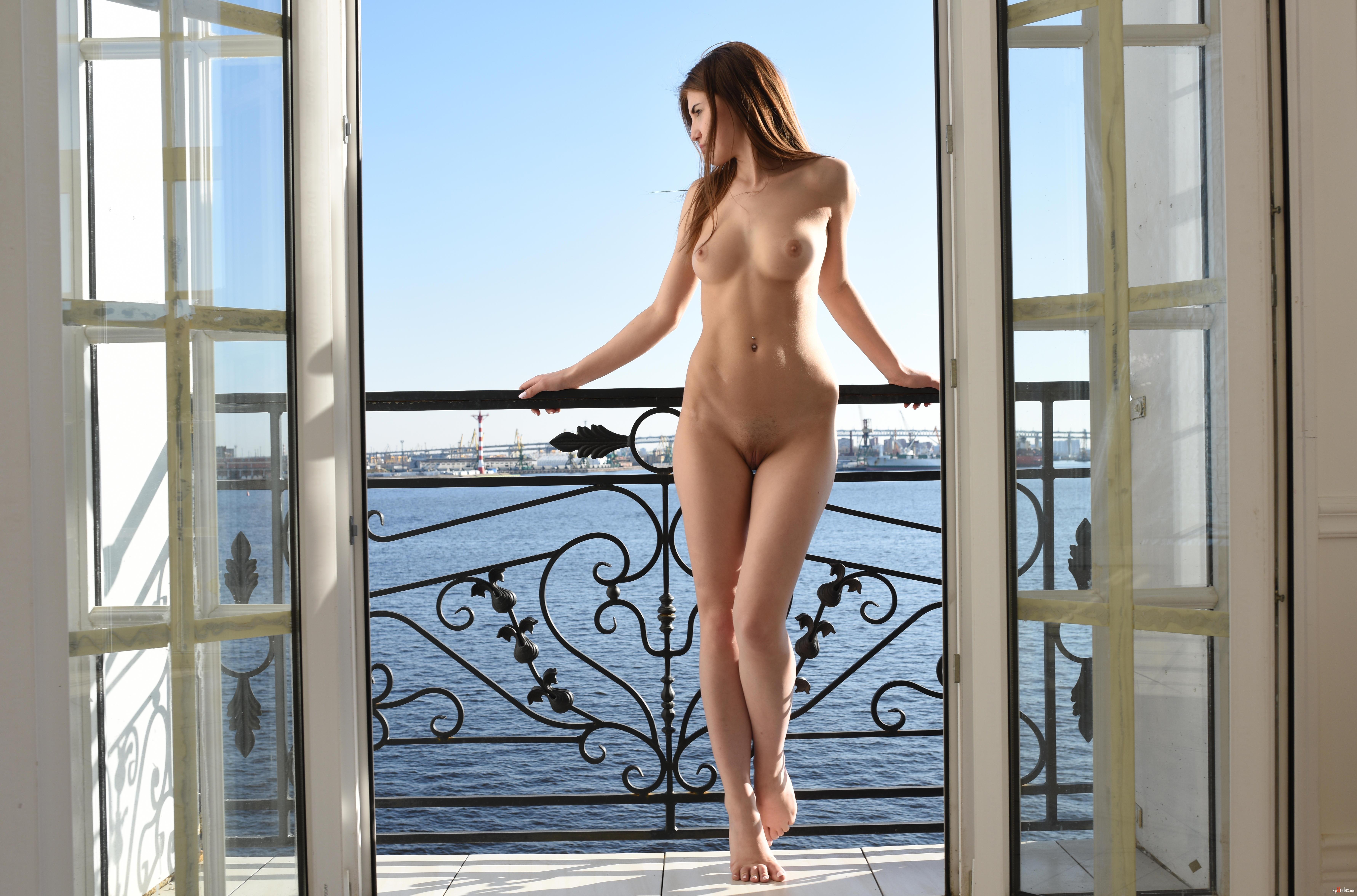 порно видео голые на балконе реально осознаю что