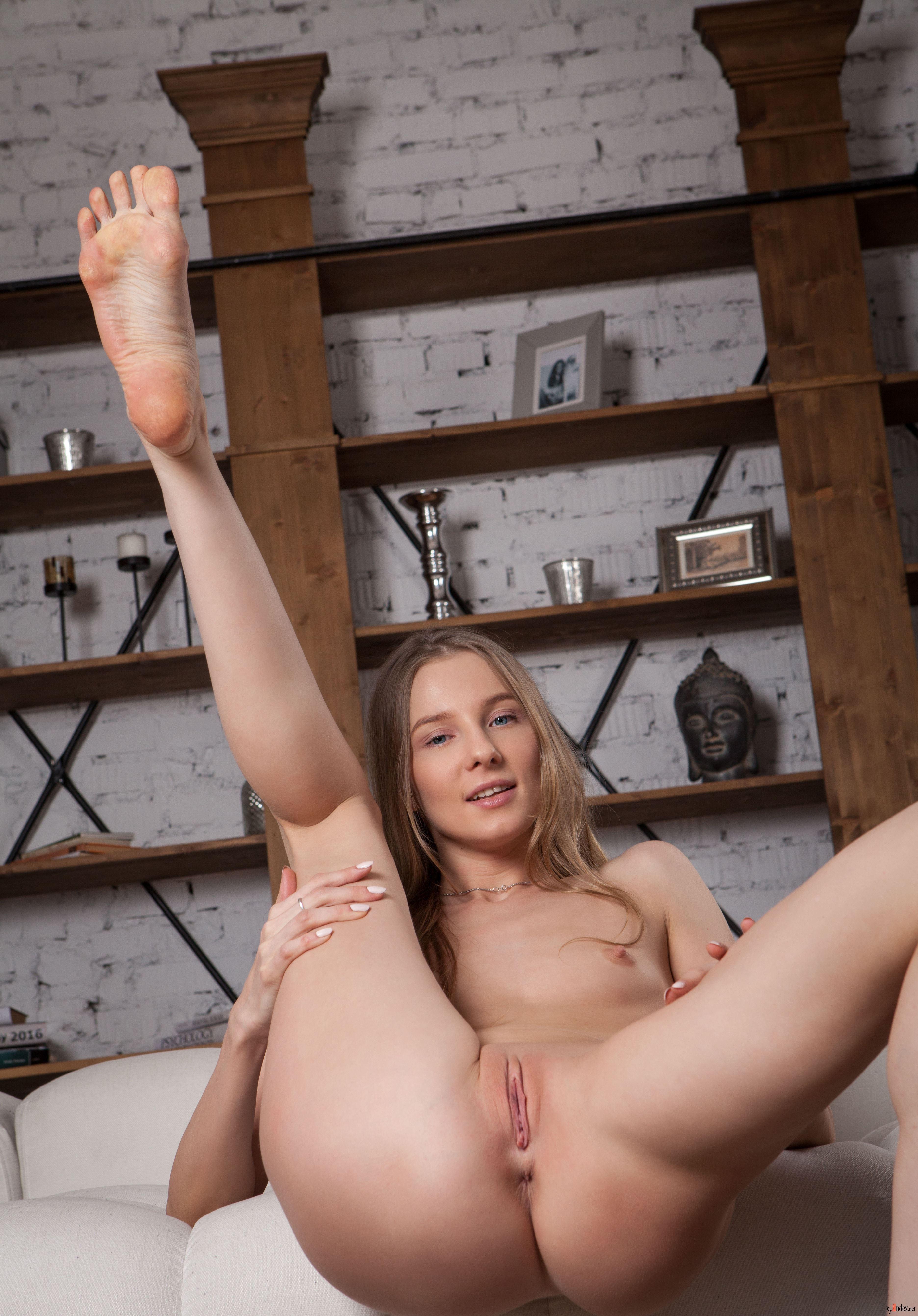 Elfya nude