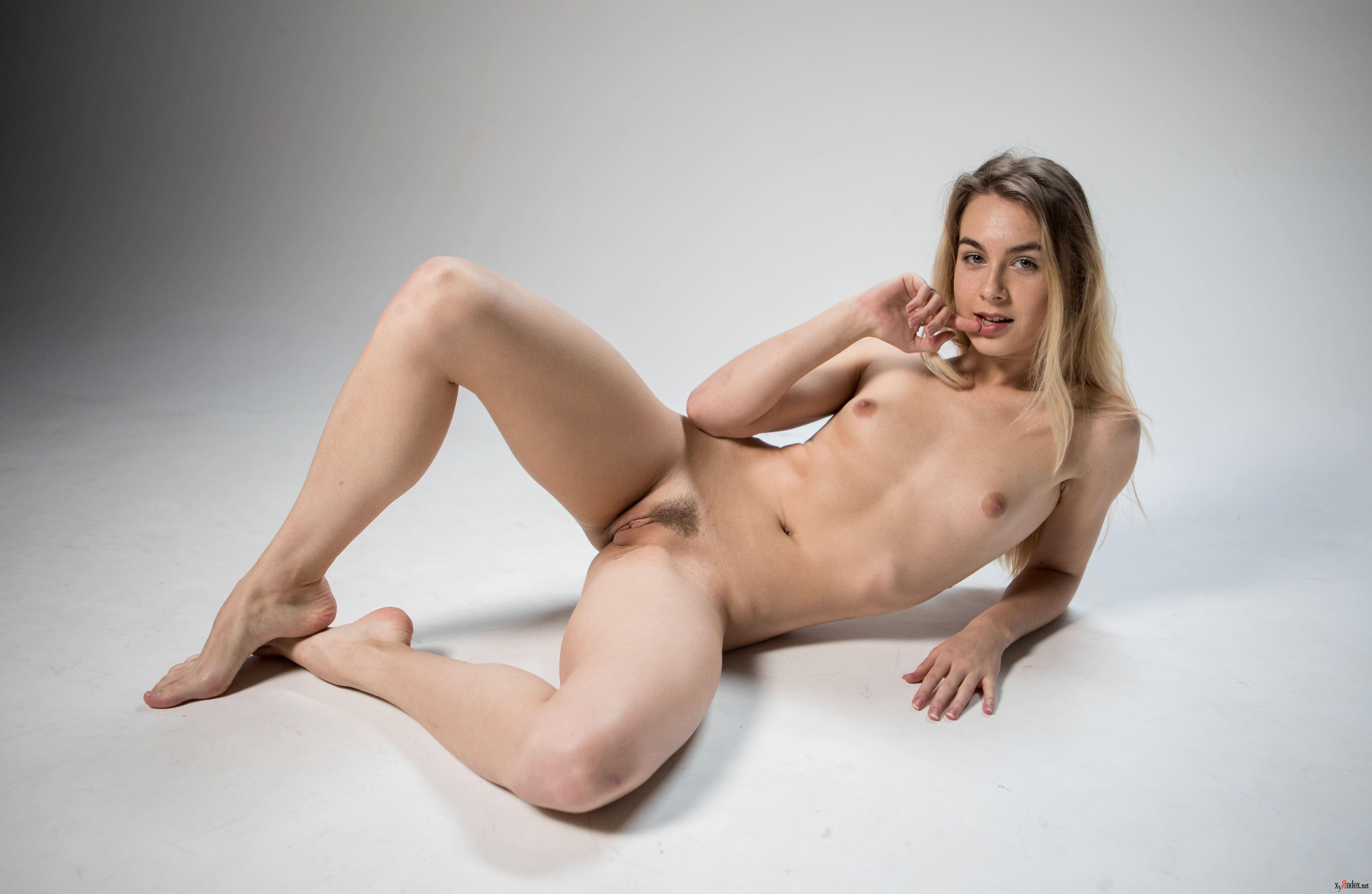 Young little nude alicia fox linares nude sexy