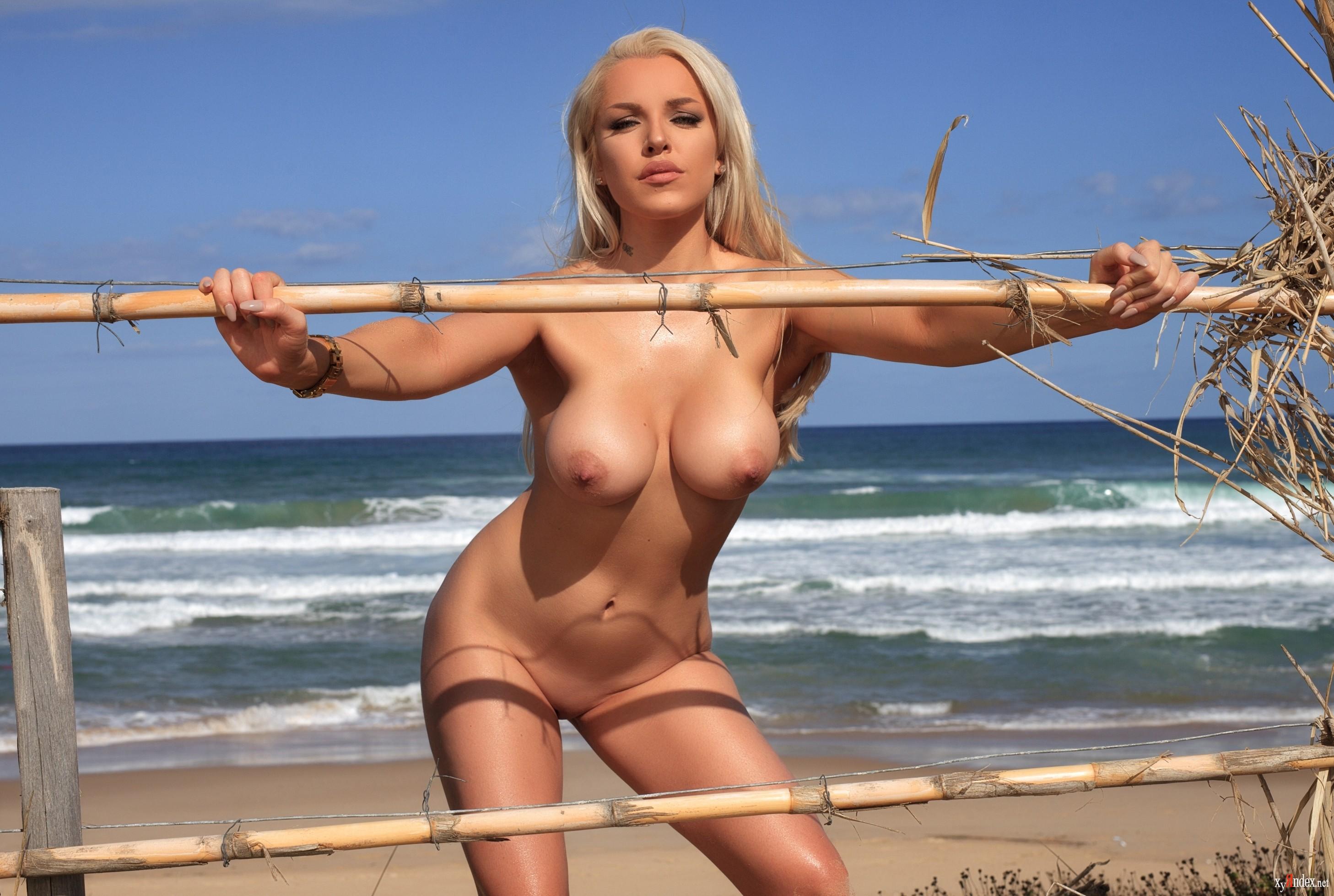 Baywatch yasmine bleeth nude