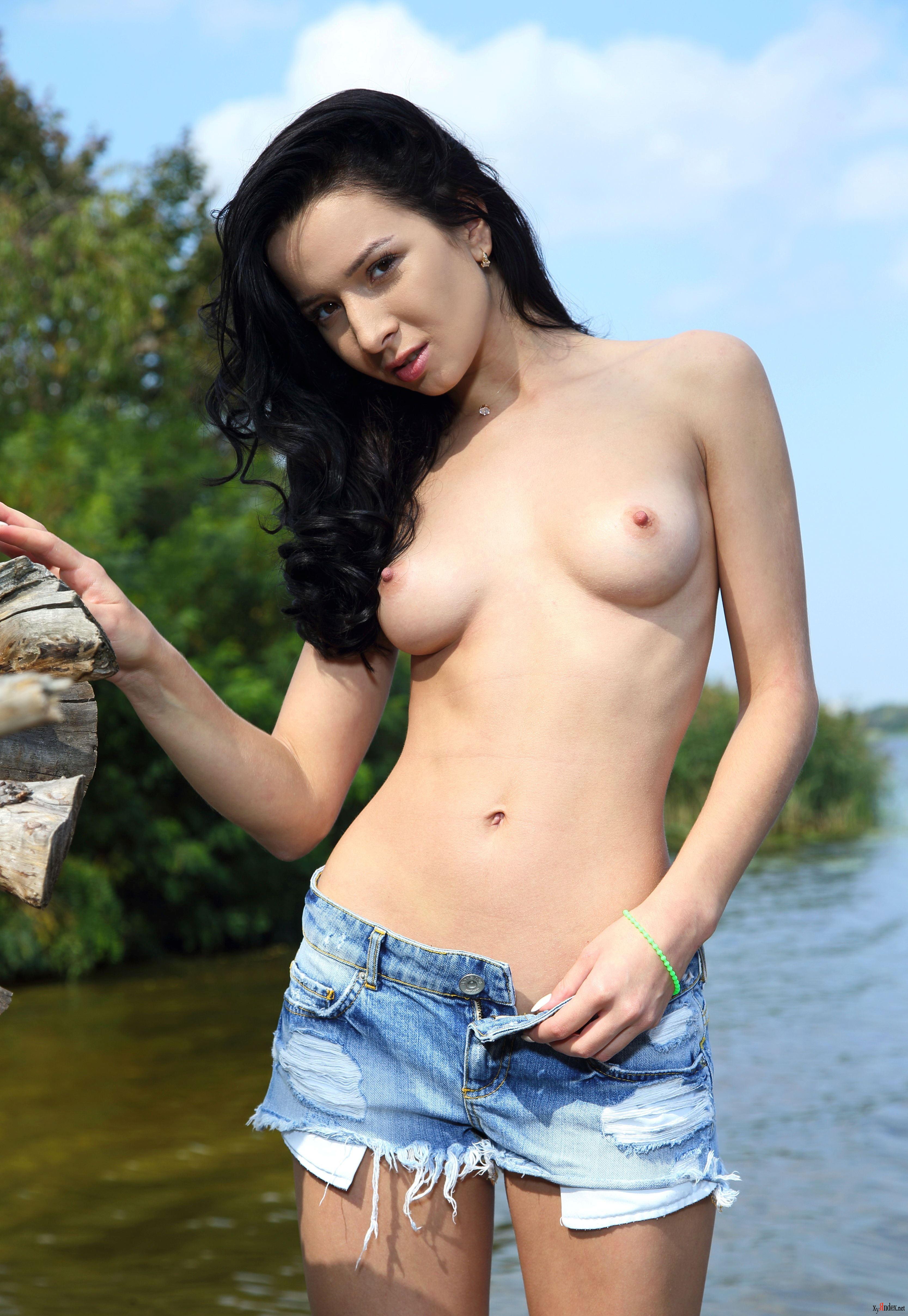 eroticheskie-foto-aureliya-sharipova