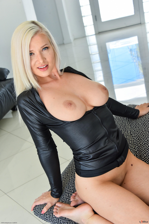 Emily Right Porn