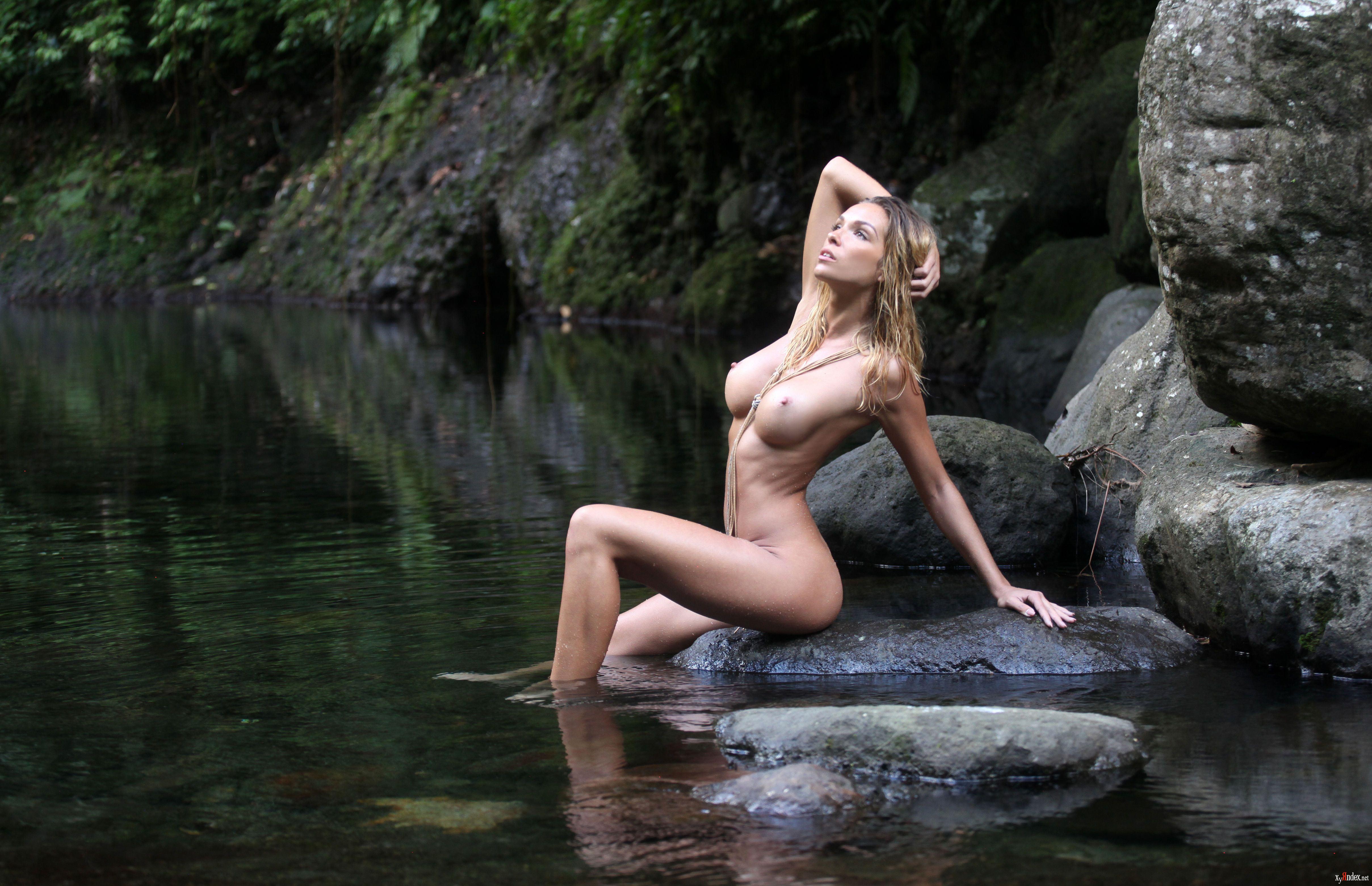 some-girls-amber-naked