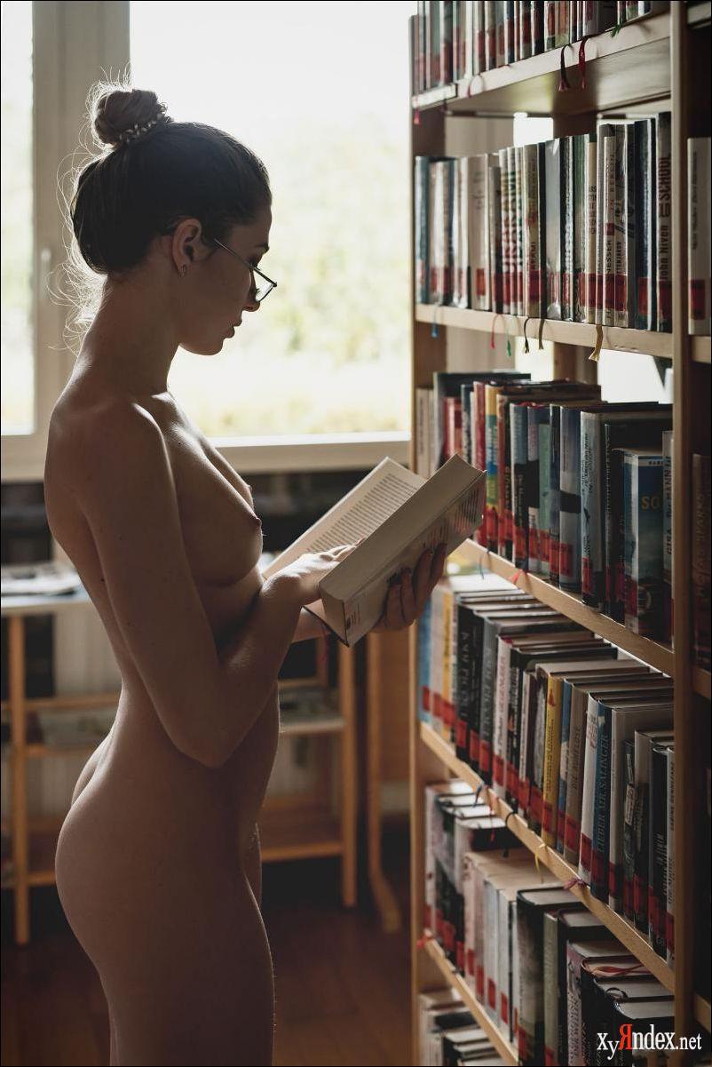 Zoey lee likes to study naked zishy