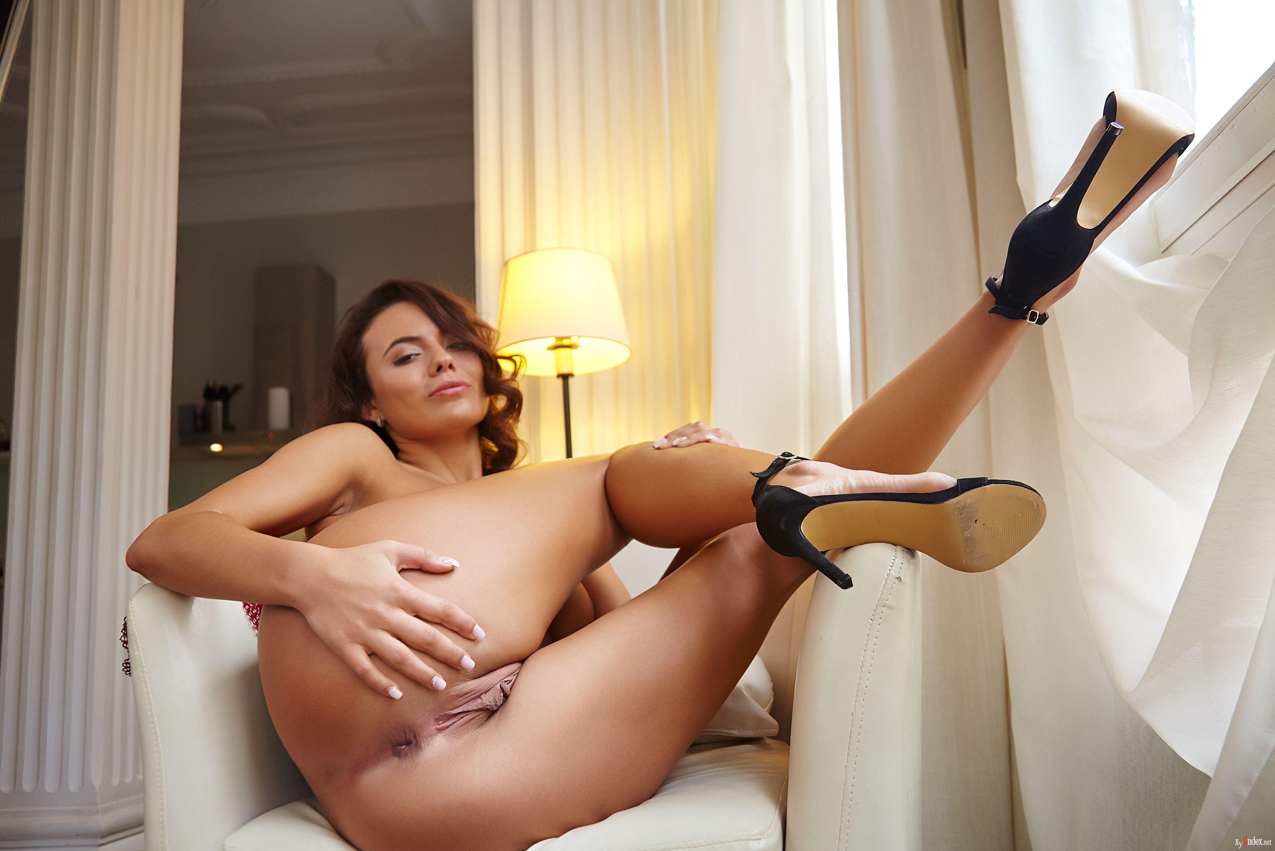 Vanessa decker has an awesome round ass
